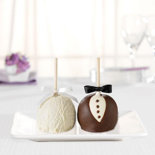 bride and groom gourmet apples petite
